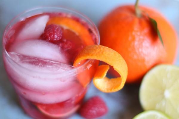 On the Rocks: Raspberry-Tangelo Spritzer